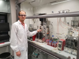 A Senior Research Fellow at the University of Tartu, Kaspar Valgepea, proudly showing his new laboratory. Author: private collection.